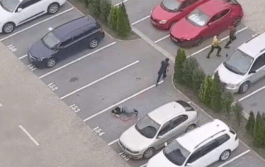 VIDEO: Snopit în bătaie într-o parcare din Brașov