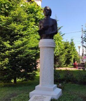 FOTO: Bustul lui Eminescu, dezvelit la Târgu Jiu