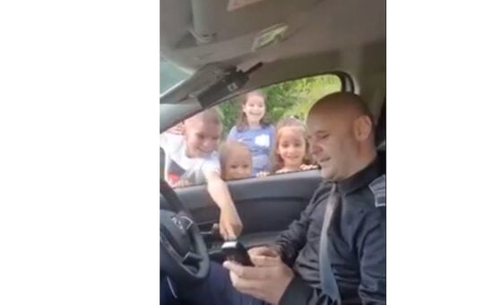 VIDEO: Momente unice pentru patru copii din Fetești, Ialomița. Vedeți aici de ce s-au bucurat copiii!