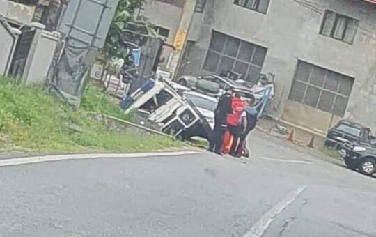 Echipaj SALVAMONT, cu mașina în șanț