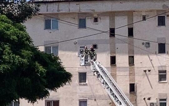 Incendiu la un acoperiș în zona 9 Mai, din Tg Jiu