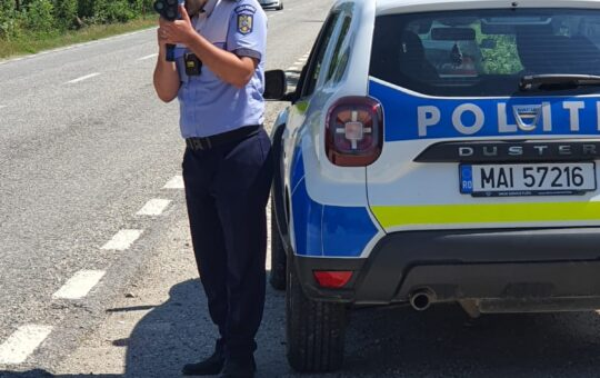 Sute de șoferi gorjeni, amendați de polițiști