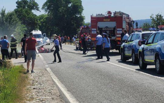 Două accidente, în același timp, pe o șosea din Gorj
