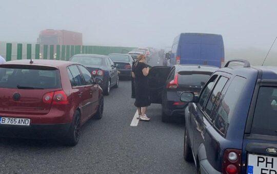Peste 50 de mașini implicate într-un accident pe Autostrada Soarelui