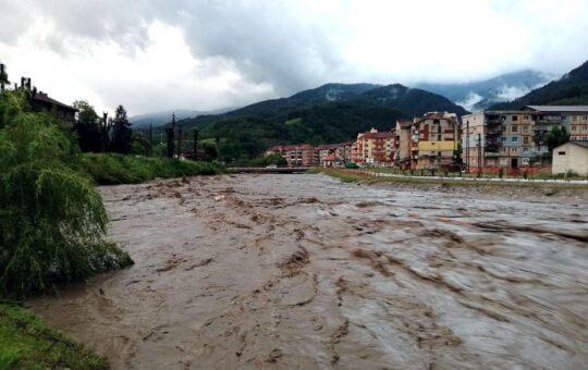 Pericol de inundații în mai multe zone ale țării